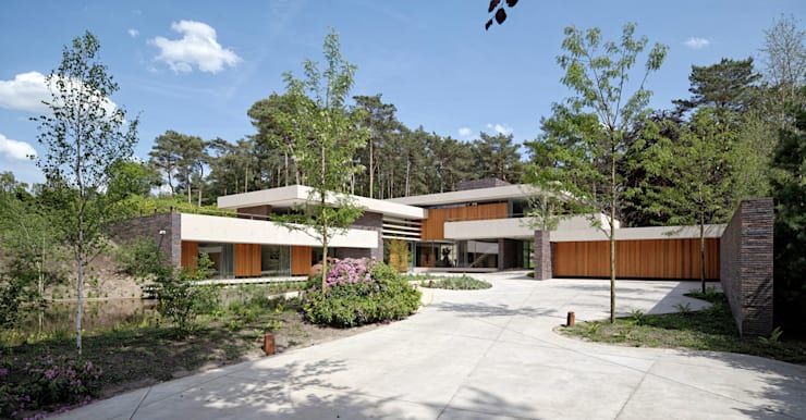 Entree van de duinvilla:  Huizen door HILBERINKBOSCH architecten