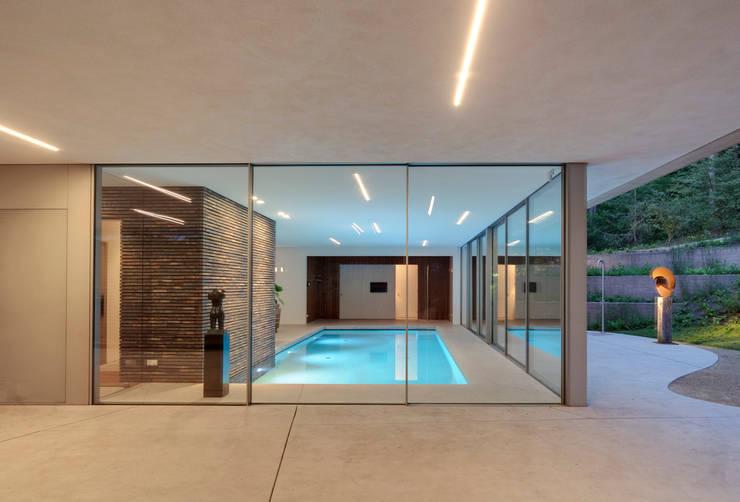 สระว่ายน้ำ by HILBERINKBOSCH architecten