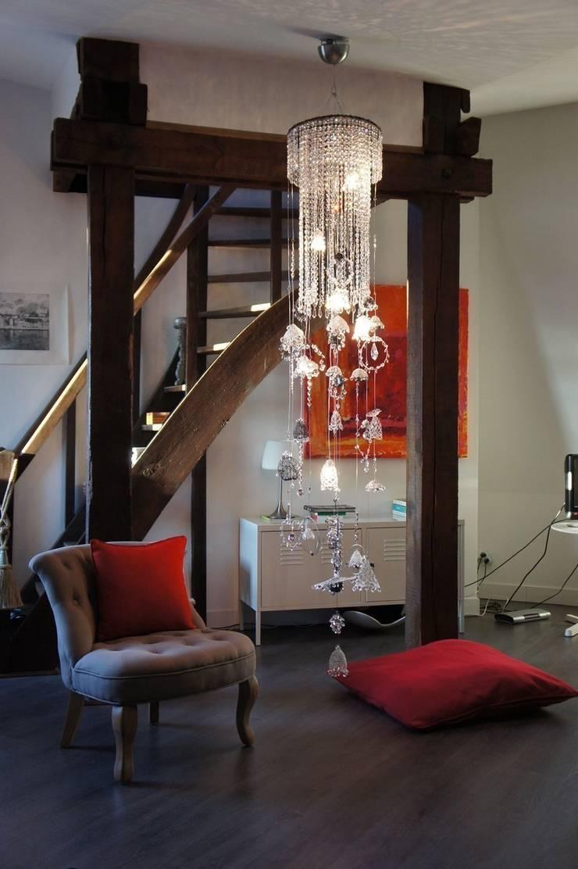 NANA: Couloir, entrée, escaliers de style  par LA LANGUOCHAT