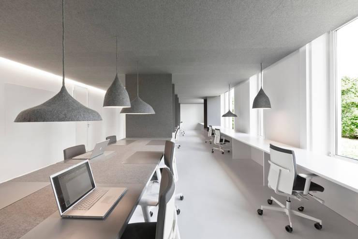 office 04:  Kantoor- & winkelruimten door i29 interior architects, Modern