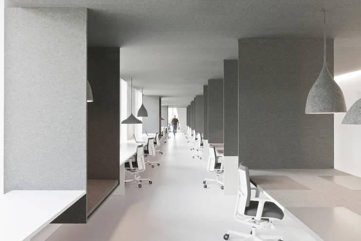 office 04:  Kantoor- & winkelruimten door i29 interior architects