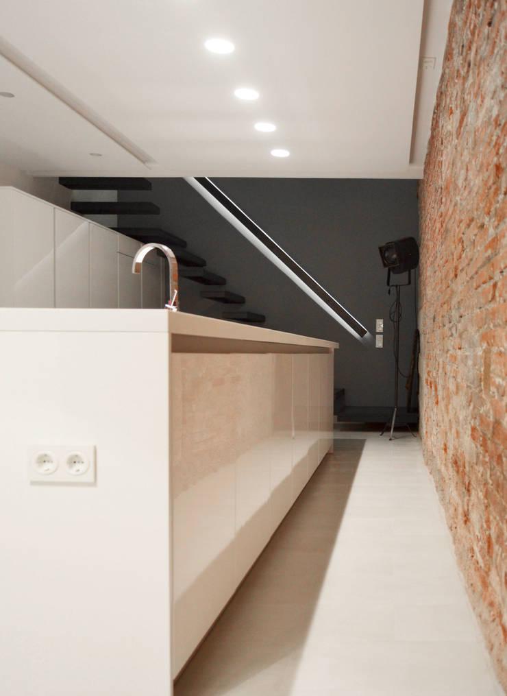Showkitchen - Loft Barcelona | 08023 Arquitectos: Cocinas de estilo  de 08023 Architects
