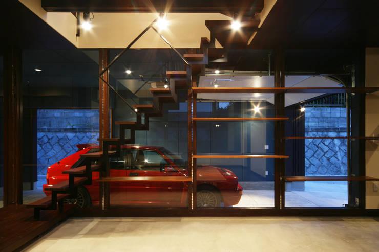 生駒のgarage hause: 田中一郎建築事務所が手掛けたガレージです。,オリジナル