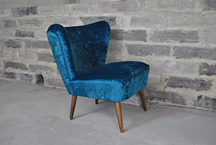 1950's Cocktail Chair in Teal Velvet:  Living room by Sketch Interiors