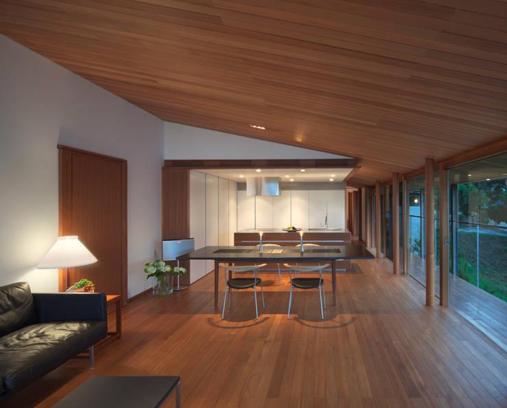 ダイニング・キッチン: TOSHIAKI TANAKA&ASSOCIATES/田中俊彰設計室が手掛けたダイニングです。