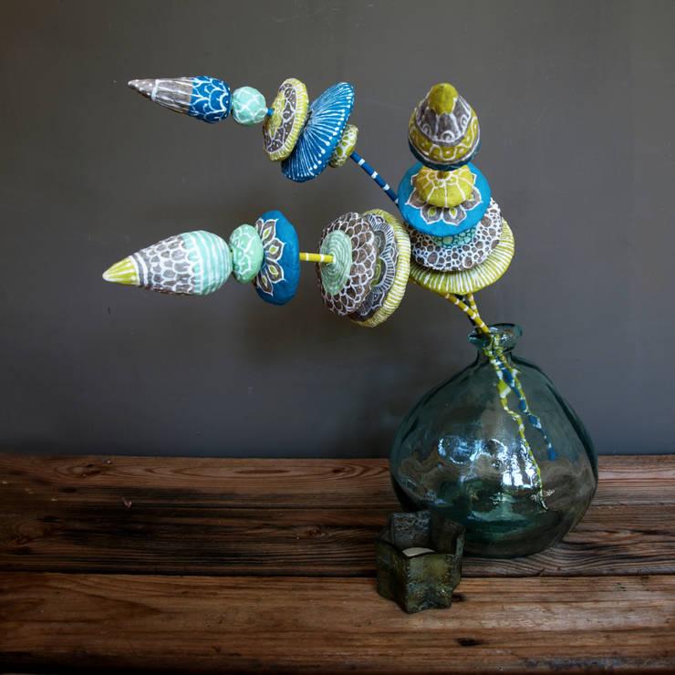 Wasteland Flowers:  Woonkamer door The Paper Moon Factory