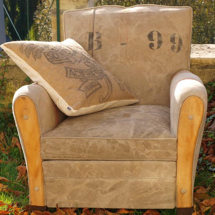 fauteuil st jean: Salon de style  par la p'tite fabrik