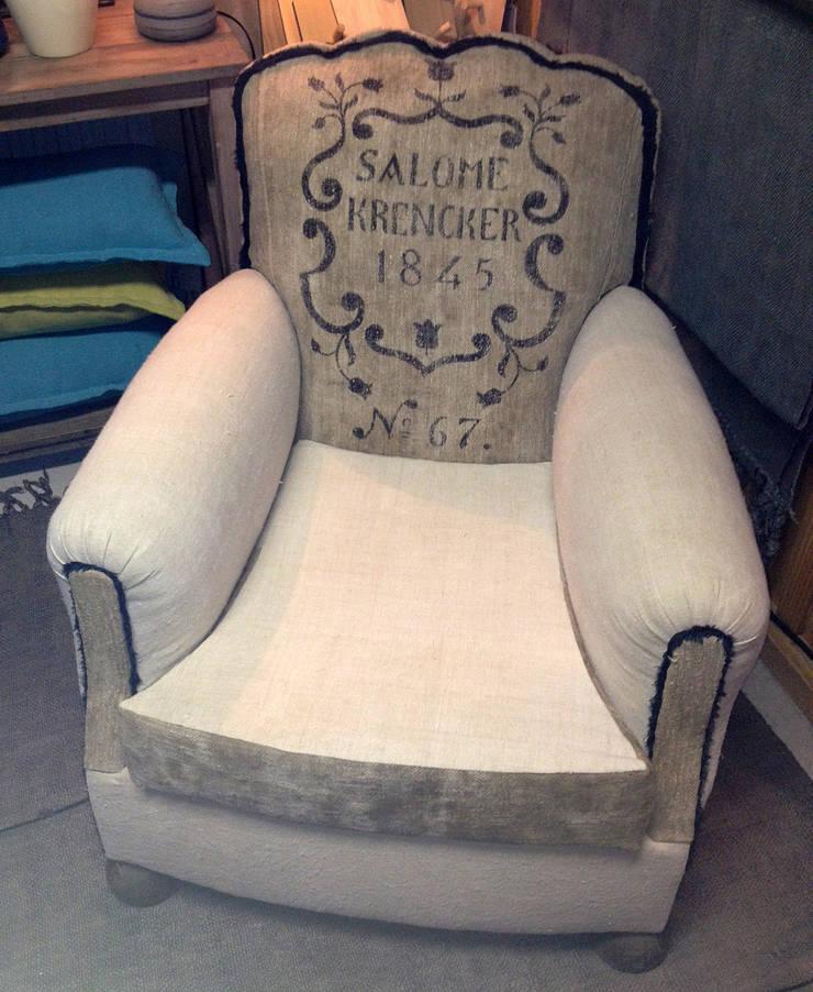 collection so french : fauteuil club Salomé: Salon de style  par la p'tite fabrik