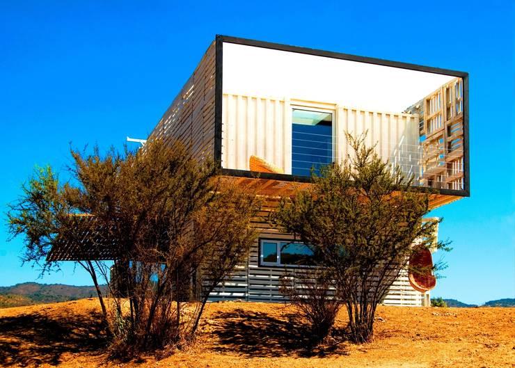 Casa Manifiesto:  de estilo  de James & Mau Arquitectura