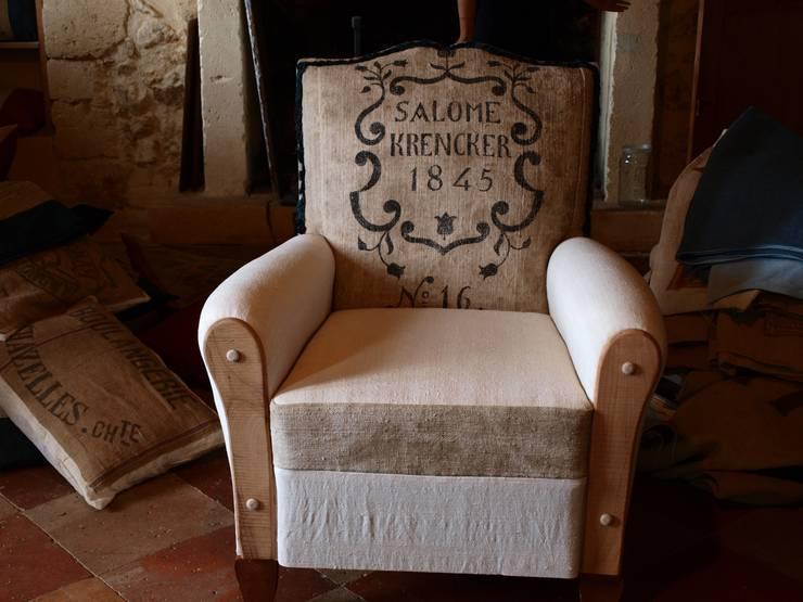 fauteuil salomé: Salon de style  par la p'tite fabrik