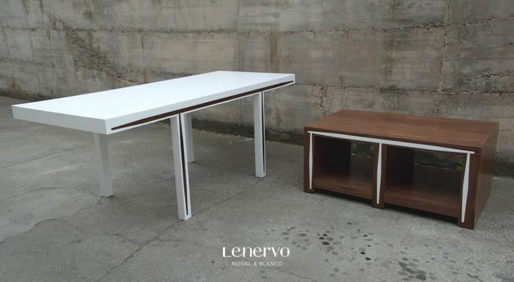 composición mesa de centro y mesa de salón: Comedor de estilo  de Lenervo