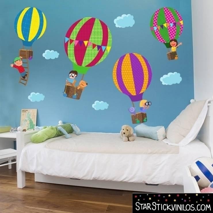 "Vinilo infantil decorativo de pared ""Aventura en Globo"": Habitaciones infantiles de estilo  de StarStick"