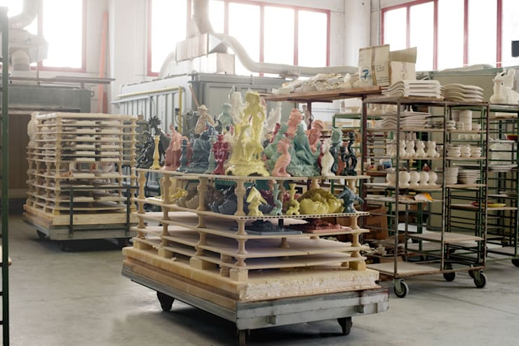 PEOPLE AND THE FACTORY:  in stile  di REBIRTH CERAMICS, Moderno