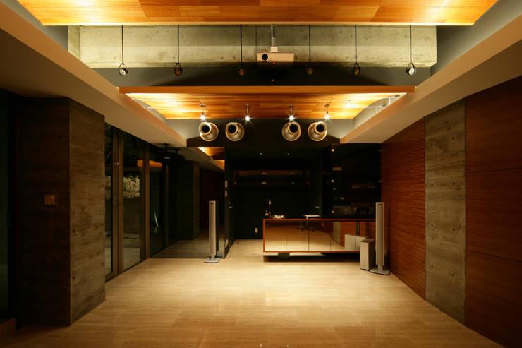 西岡本のコートハウス: 田中一郎建築事務所が手掛けた和室です。