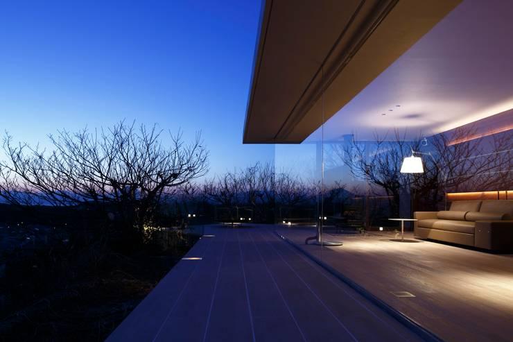 外観夜景 | CASA BARCA | 海を眺める豪邸(別荘建築): Mアーキテクツ|高級邸宅 豪邸 注文住宅 別荘建築 LUXURY HOUSES | M-architectsが手掛けた家です。