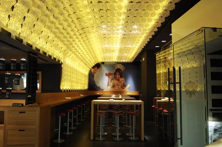 NH Estado Puro Prado:  de estilo  de James & Mau Arquitectura