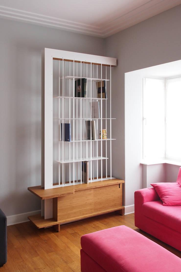 Bibliothèque suspendue: Salon de style  par Jo-a