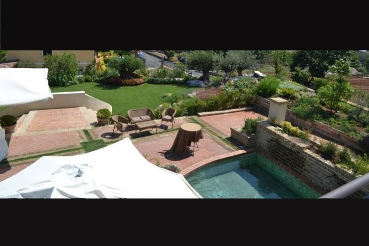 villa ricevimenti: Negozi & Locali Commerciali in stile  di sandro trani designer