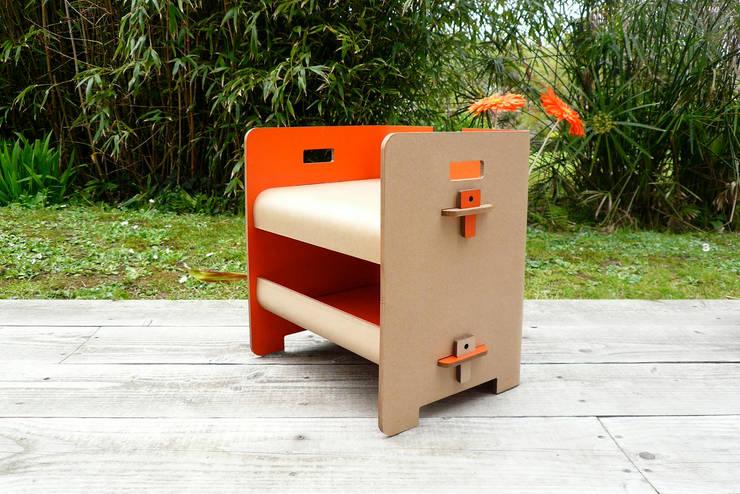 Gamme cigogne/mobilier carton: Chambre d'enfants de style  par STÉPHANIE GILLES