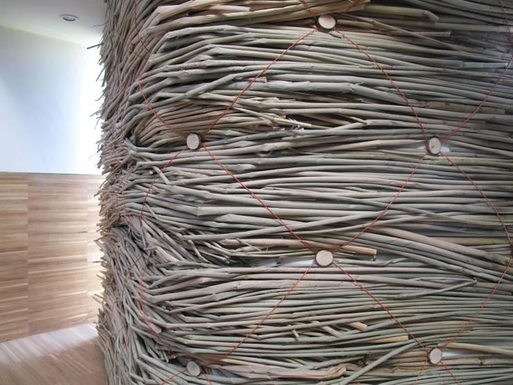 Slow Wall :  Walls & flooring by Lee Borthwick