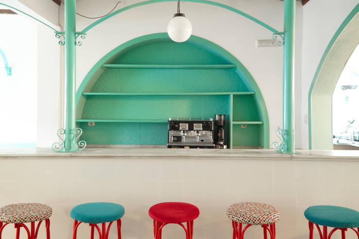 Espacios comerciales de estilo  por Estudio de Arquitectura Sra.Farnsworth