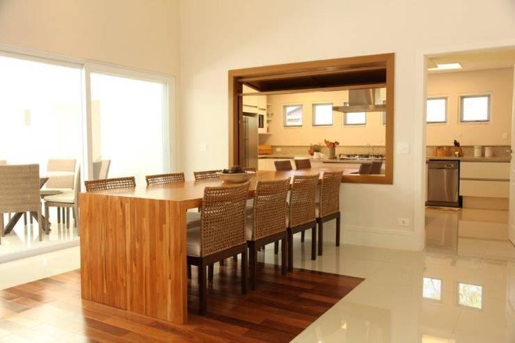 Jantar e Cozinha: Salas de jantar  por Ornella Lenci Arquitetura