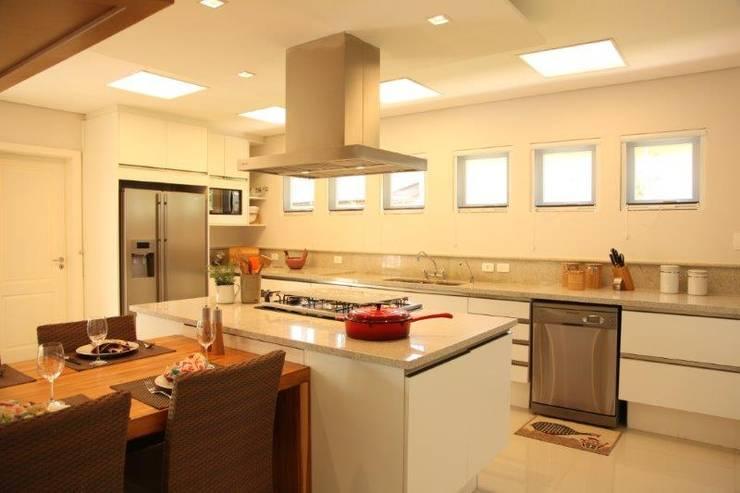 Cozinha: Cozinhas  por Ornella Lenci Arquitetura