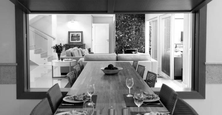 Cozinha para Jantar: Salas de jantar  por Ornella Lenci Arquitetura