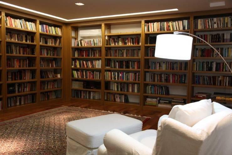 Estudios y despachos de estilo  por Ornella Lenci Arquitetura