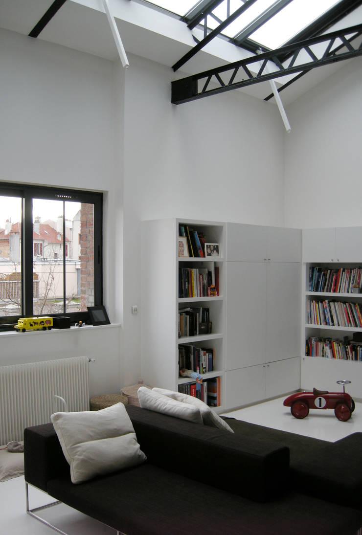 LOFT: Salon de style  par Barbara Sterkers , architecte d'intérieur