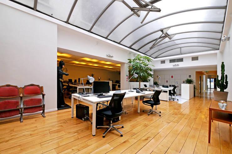 BUREAUX PARIS XVII: Bureaux de style  par Barbara Sterkers , architecte d'intérieur
