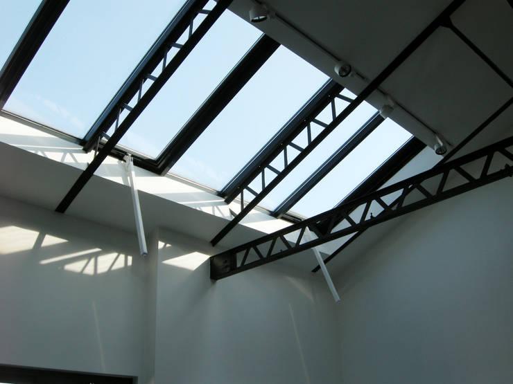 LOFT: Fenêtres de style  par Barbara Sterkers , architecte d'intérieur