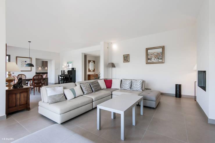 modern Living room by Pixcity