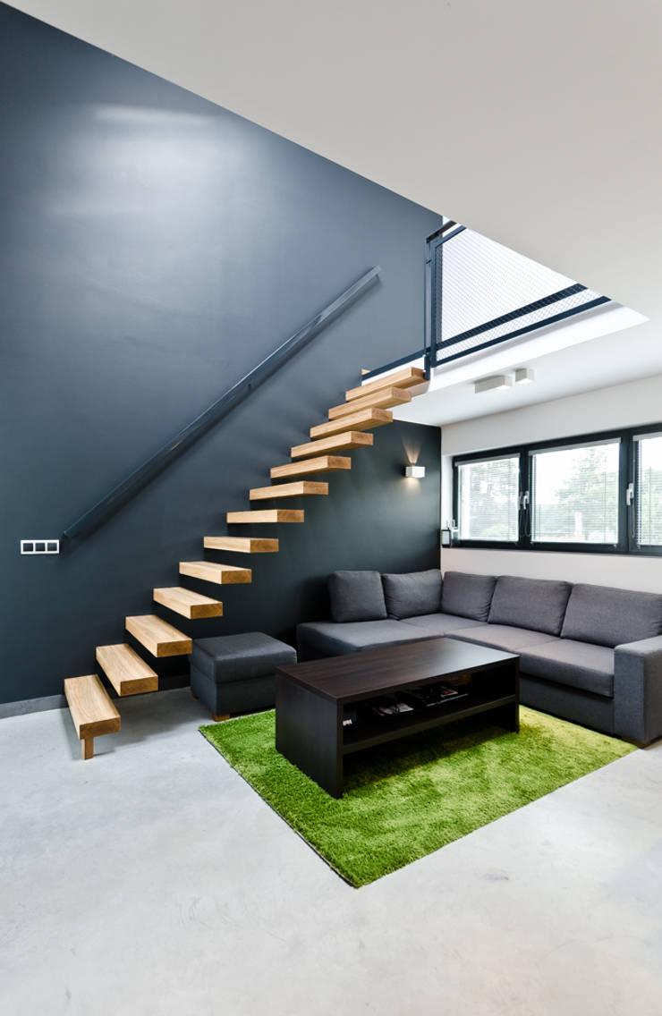 apartament dwupoziomowy: styl , w kategorii Salon zaprojektowany przez ENDE marcin lewandowicz,Nowoczesny