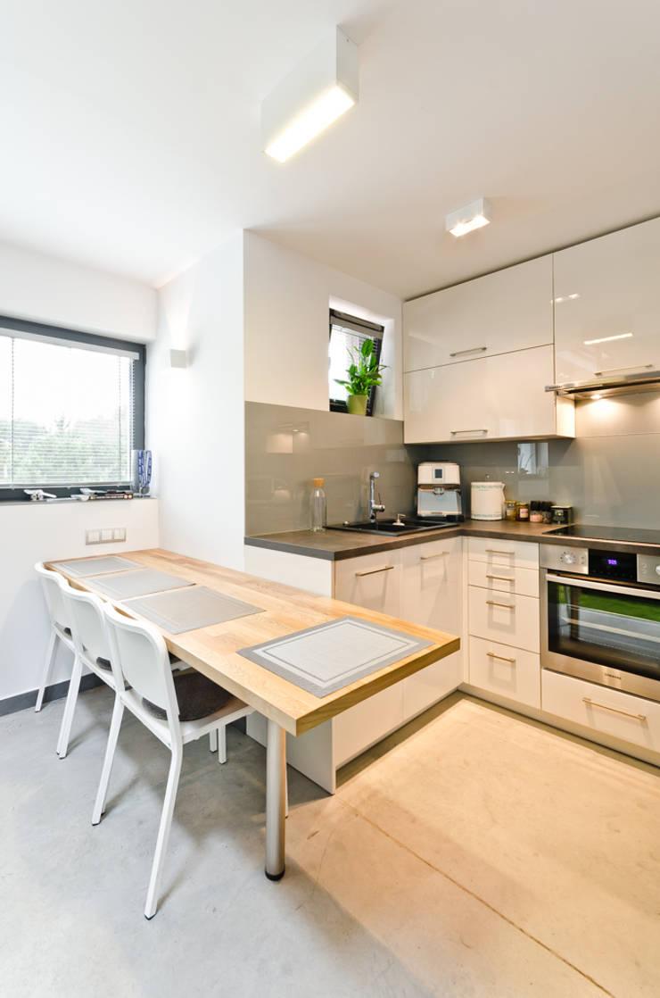 apartament dwupoziomowy: styl , w kategorii Kuchnia zaprojektowany przez ENDE marcin lewandowicz,Minimalistyczny