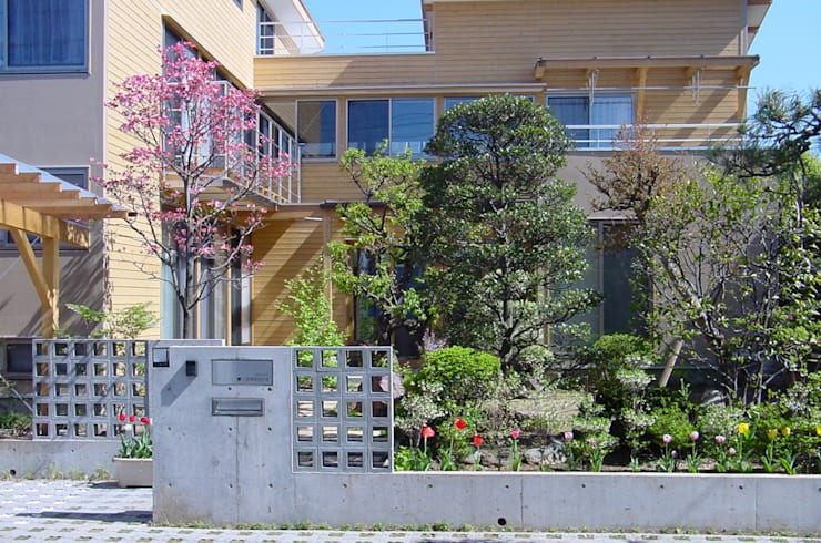 外観(春): 八島建築設計室が手掛けた家です。
