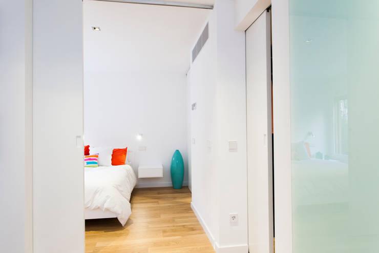 CASA JC: Dormitorios de estilo  de RM arquitectura