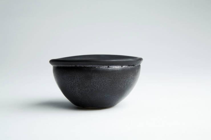 Finch Bowl in black:  Kitchen by Jo Davies Ceramics