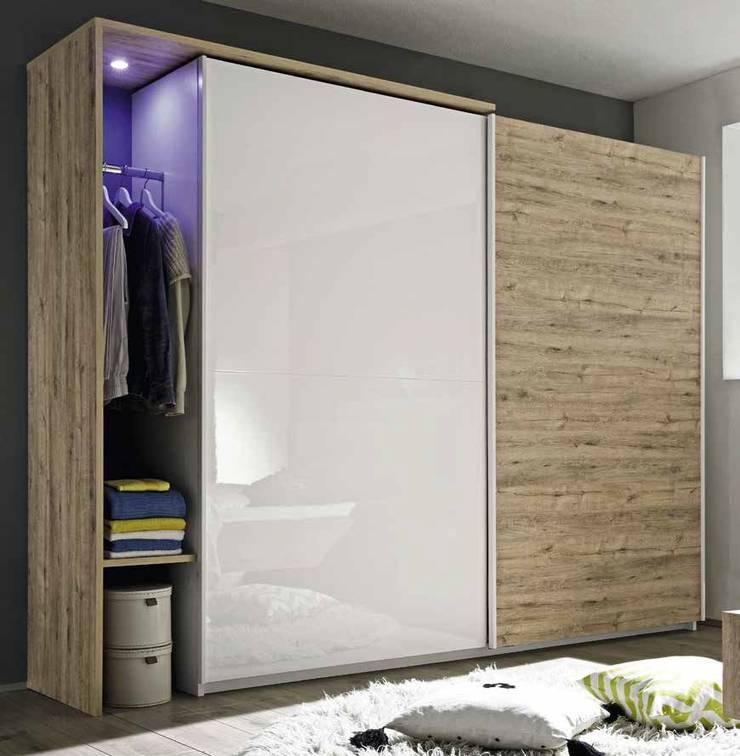 ARMARIOS: Dormitorios de estilo  de Muebles Flores Torreblanca