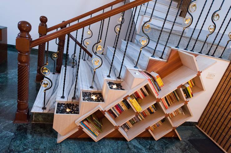 Bookshelf Library:  Living room by Vishwanath And Associates