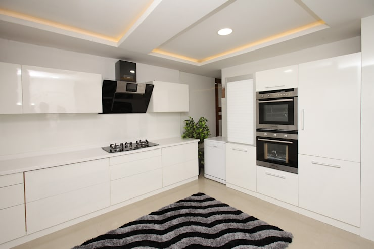 Frosty White:  Kitchen by Classic Kitchen Pvt Ltd