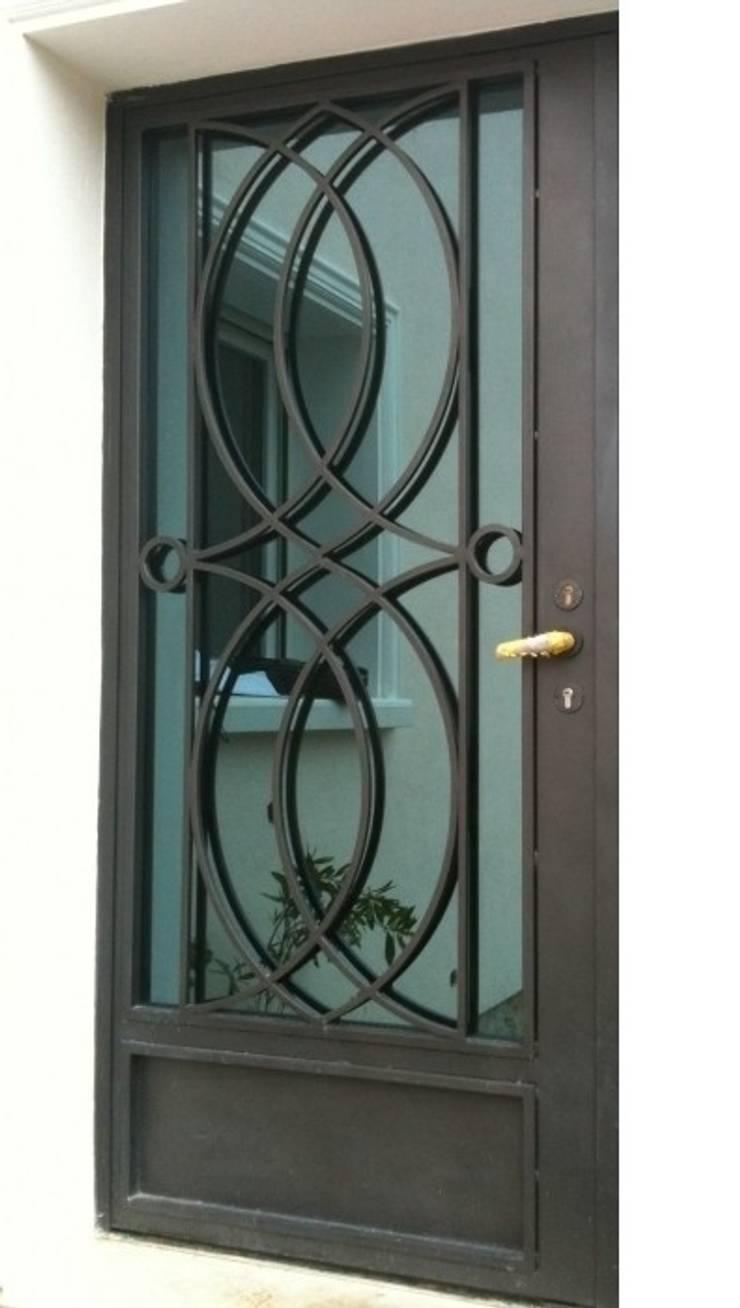 Design contemporain - porte célestine:  de style  par Fer forgé