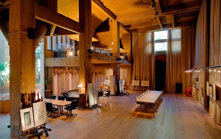 in stile  di Ricardo Bofill Taller de Arquitectura