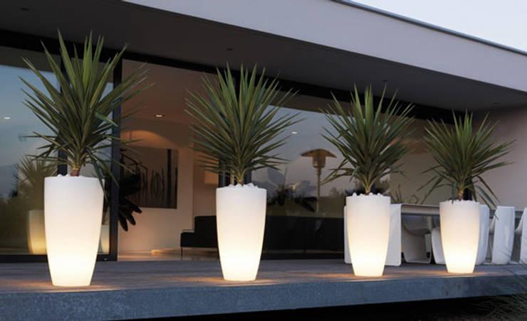 Verlichte plantenbakken:  Tuin door Verlichtmeubilair | Viper Handelmaatschappij BV