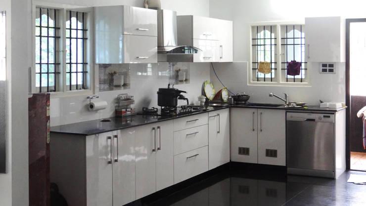 Classic B/W Project Kolathur:  Kitchen by Classic Kitchen Pvt Ltd