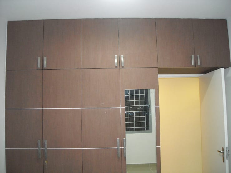 Laminated wardrobe:  Bedroom by vk designs