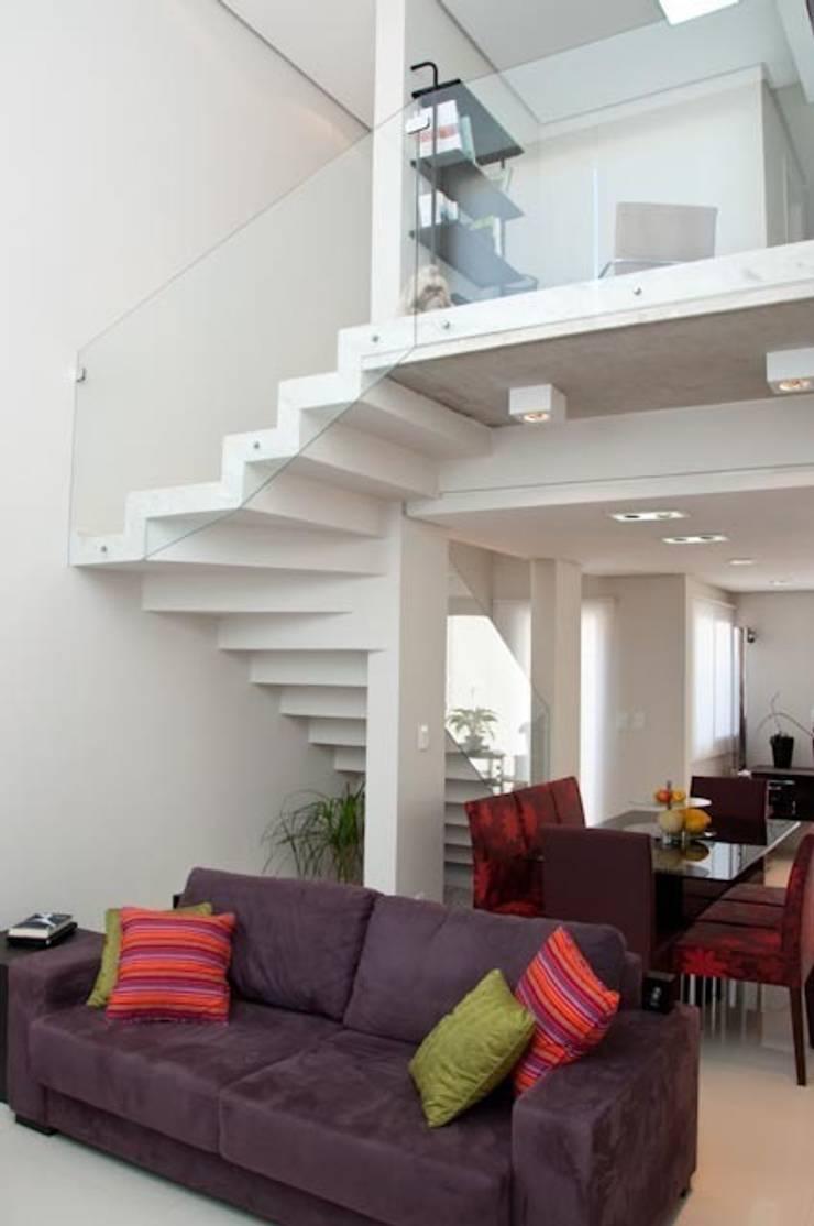 Casa Loft:   por Biazus Arquitetura e Design,Moderno