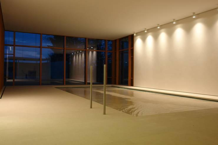 Naturstein-Pool mit Hightec-Senkboden:  Pool von Ströhmann Steindesign GmbH