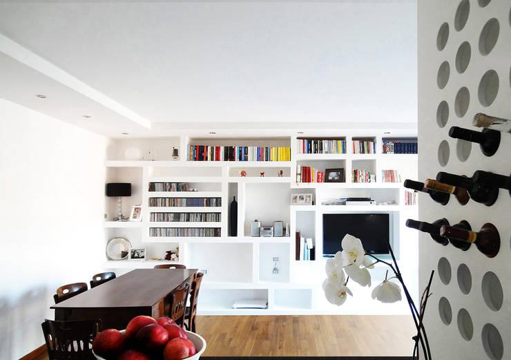 Casa LMA:  in stile  di Giancarlo Covino