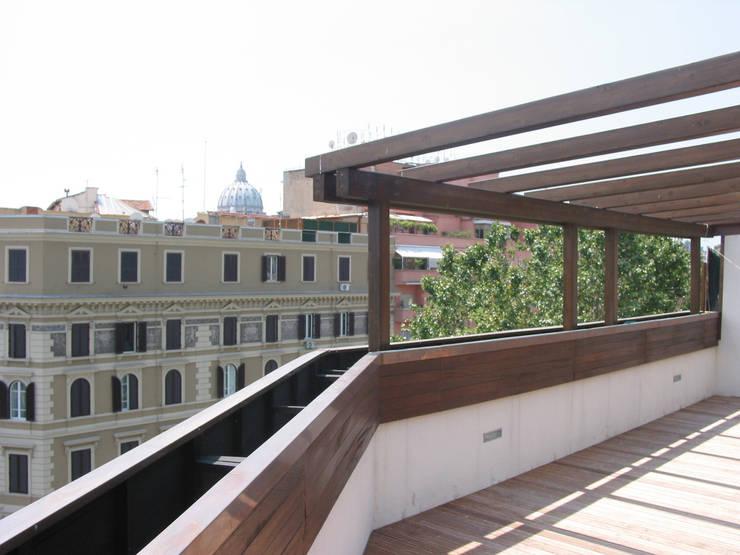 Appartameto Riva: Case in stile  di Stefano Zaghini Architetto, Moderno